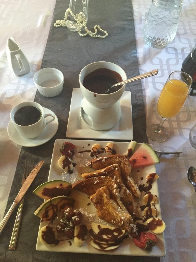Déjeuner au Chien Noir! Gargantuesque et agrémenté d'une fondue au chocolat!