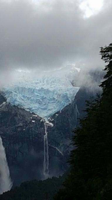 Glacier ventisquero colgantea Queulat