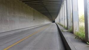 Tunnel dans la montagne.