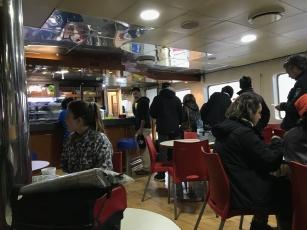 Déjeuner après 8 heures de ferry